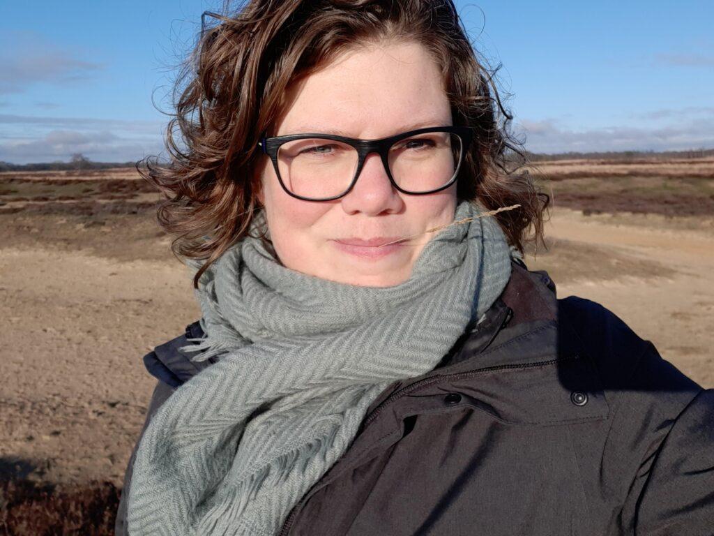 Selfie van Floortje Janssen, healer reader, coach op de heide
